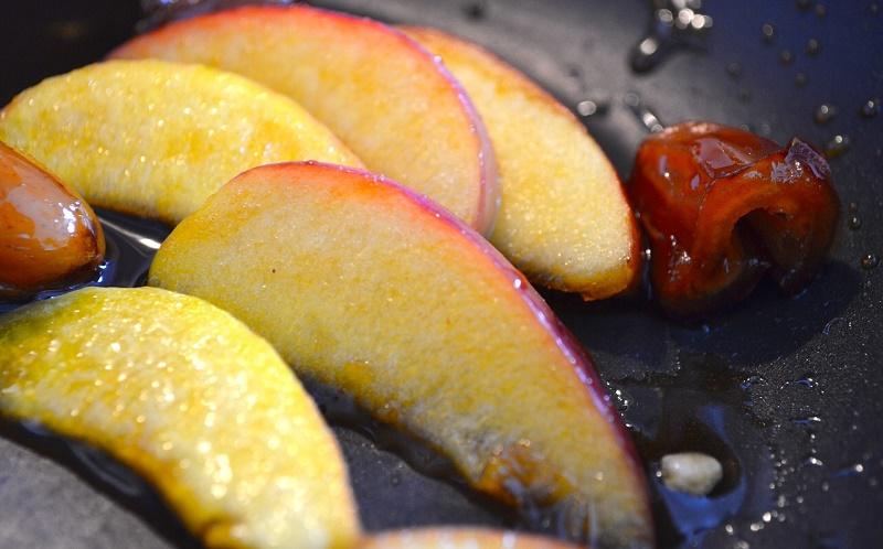 Запечені фрукти з вершками