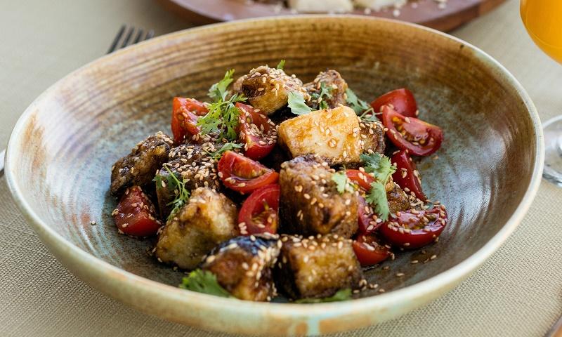 Осінній салат з баклажанів та томатів