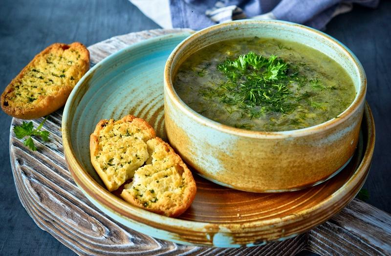 Суп зі шпинату і сочевиці