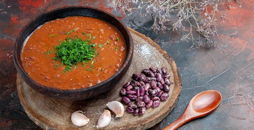 Суп з квасолі та кабачків