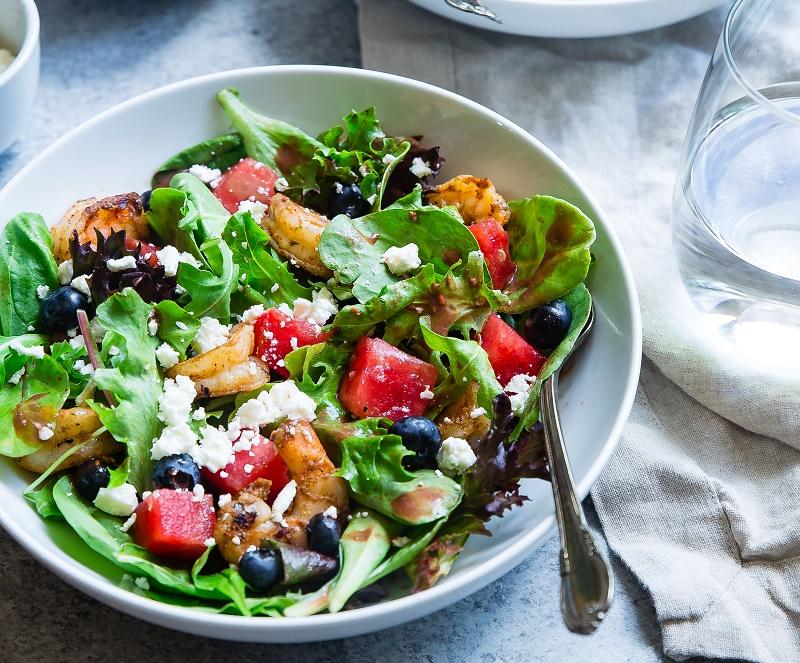Свіжий салат з кіноа та шпинатом