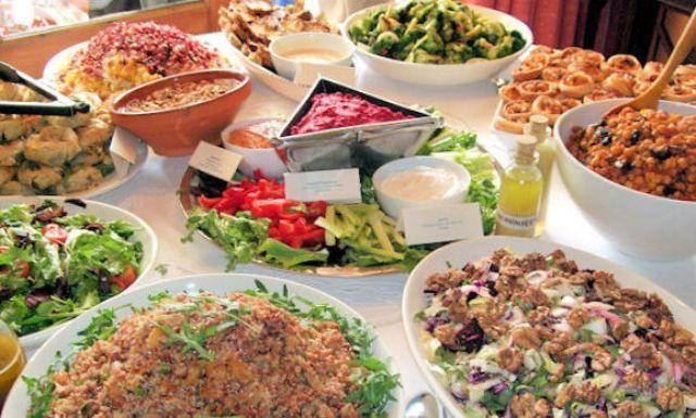 Найкращі салати без майонезу для зустрічі Нового року