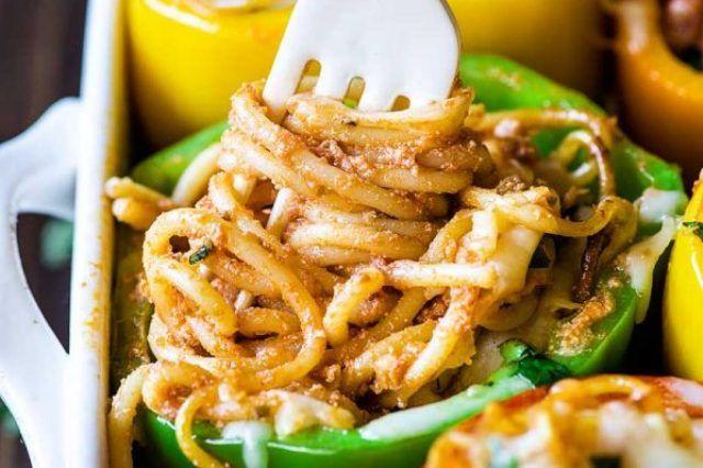 Болгарський солодкий перець фарширований спагеті