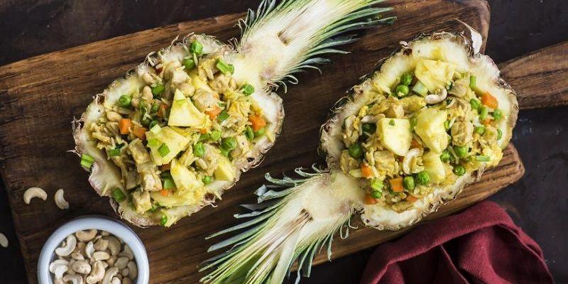 Смажений рис з ананасом і свининою