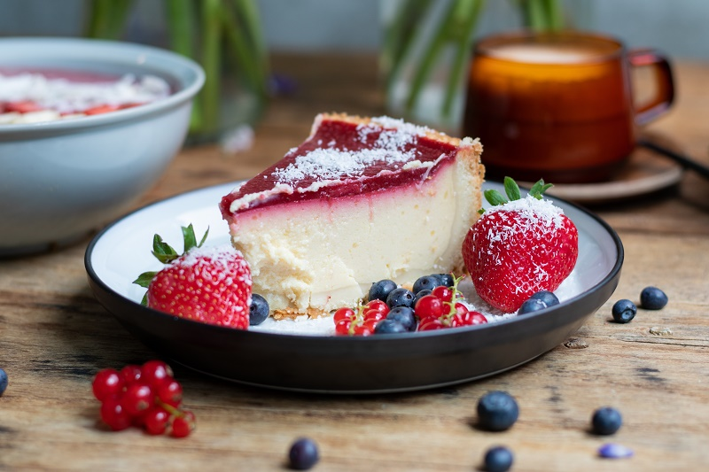 closeup-shot-cheesecake-with-jelly-decorated-with-strawberries-berries.jpg (136.46 Kb)