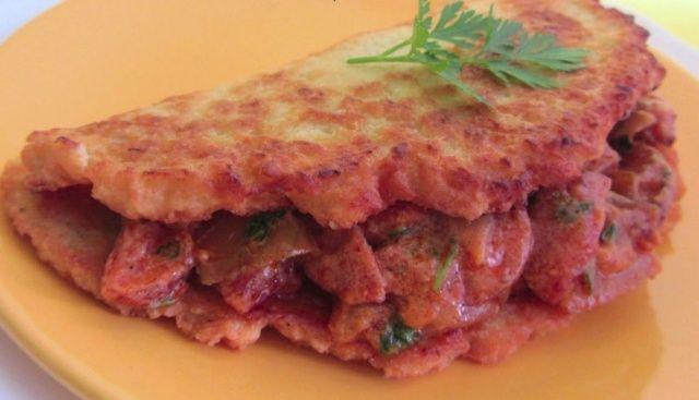 Деруни по-угорськи з ковбасою