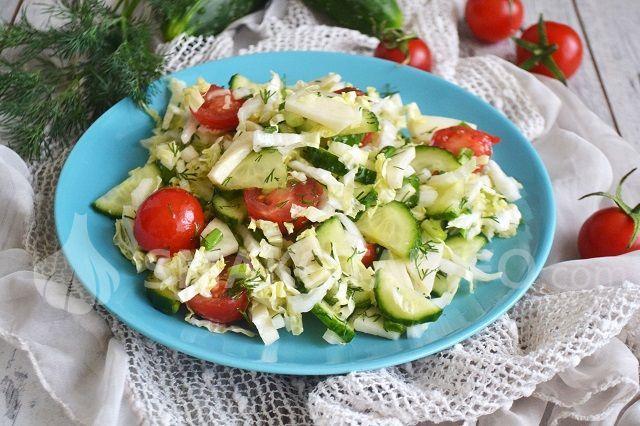 Салат зі свіжих овочів та чорної редьки