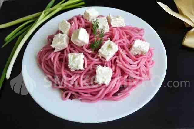 Спагеті з буряком і бринзою