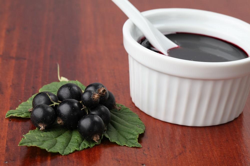 Гострий соус з чорної смородини
