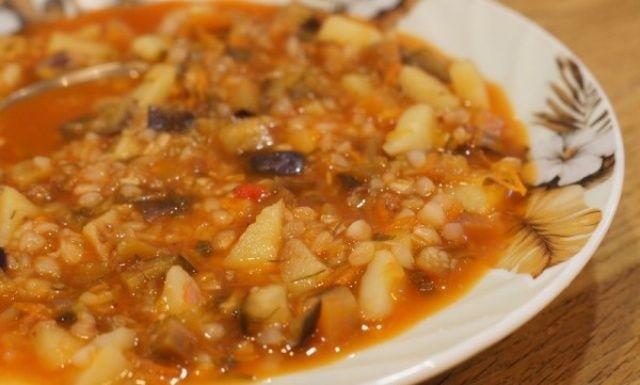 Гречаний суп з баклажанами