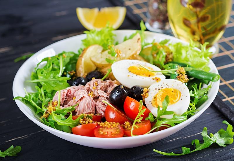 healthy-hearty-salad-tuna-green-beans-tomatoes-eggs-potatoes-black-olives-close-up-bowl-table.jpg (232.76 Kb)