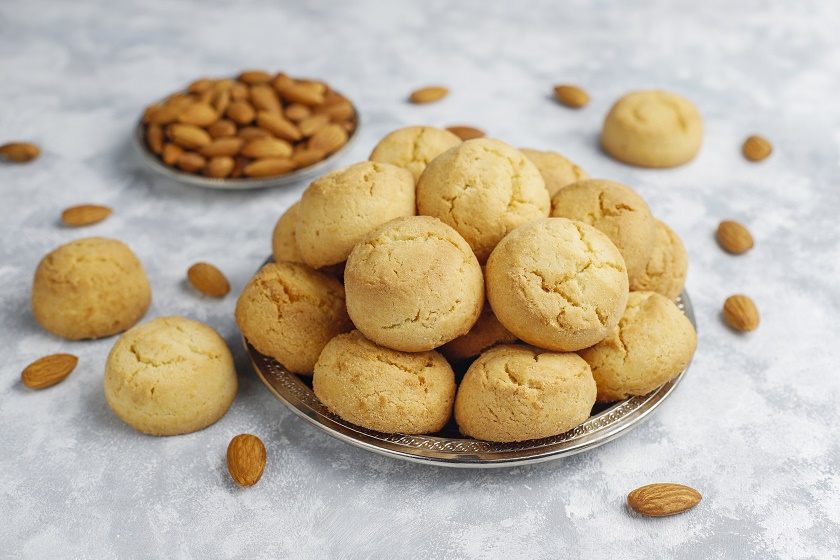 healthy-homemade-almond-cookies-concrete-top-view.jpg (179.6 Kb)