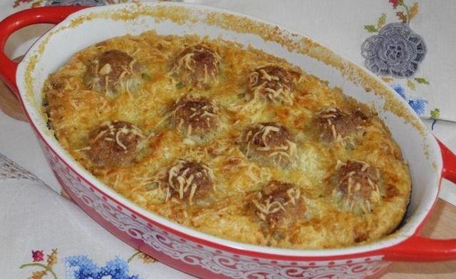 Простий кабачковий пиріг з фрикадельками