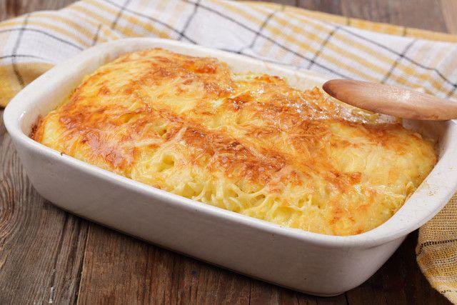 Картопля запечена з м'ясом та сиром в духовці
