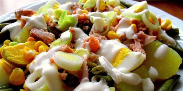 Картопляний салат з тунцем та зеленою квасолею