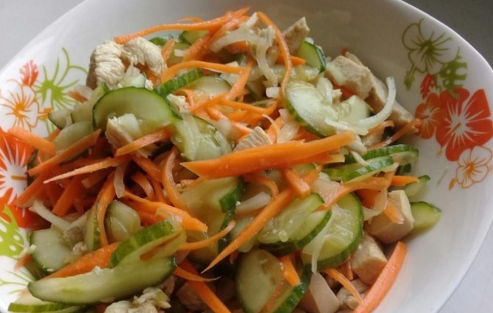 Корейський салат з курки і огірків