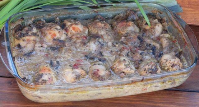 Курка в грибному соусі