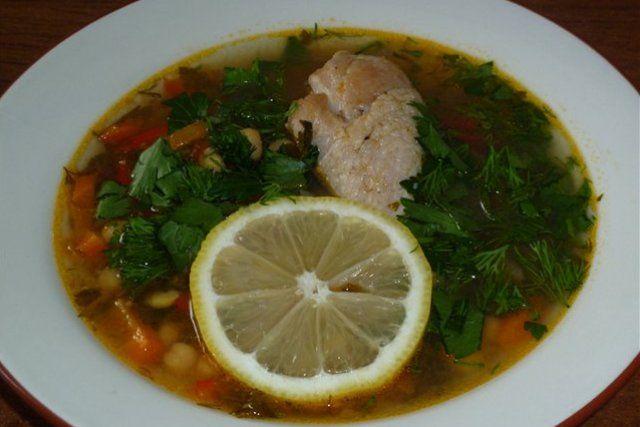 Курячий суп з нутом