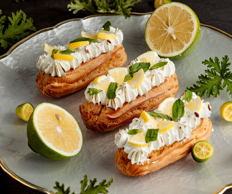 long-eclairs-decorated-with-cream-lemon-mint-leaves.jpg (265.99 Kb)