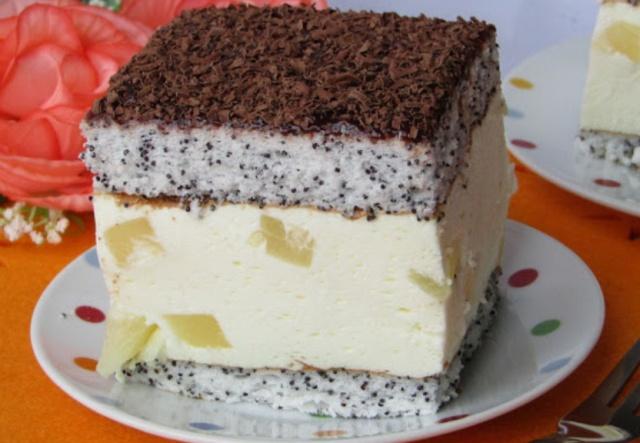 Маковий торт з ананасами