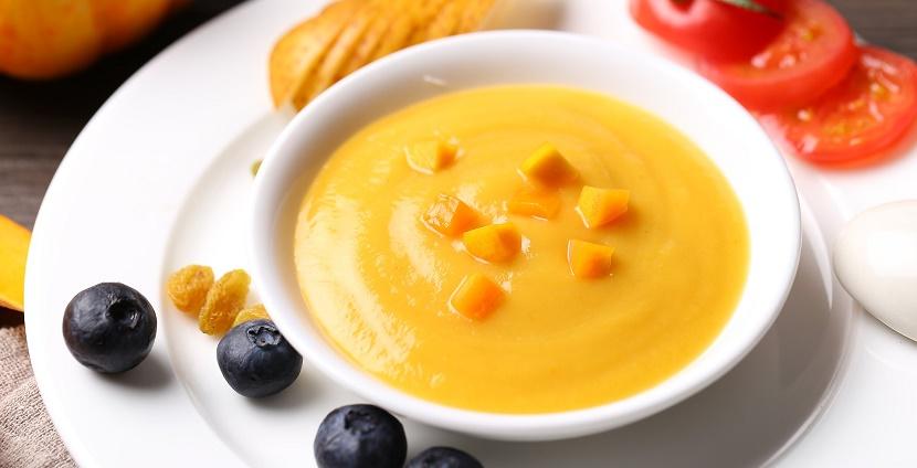 Морквяний суп-пюре з коріандром
