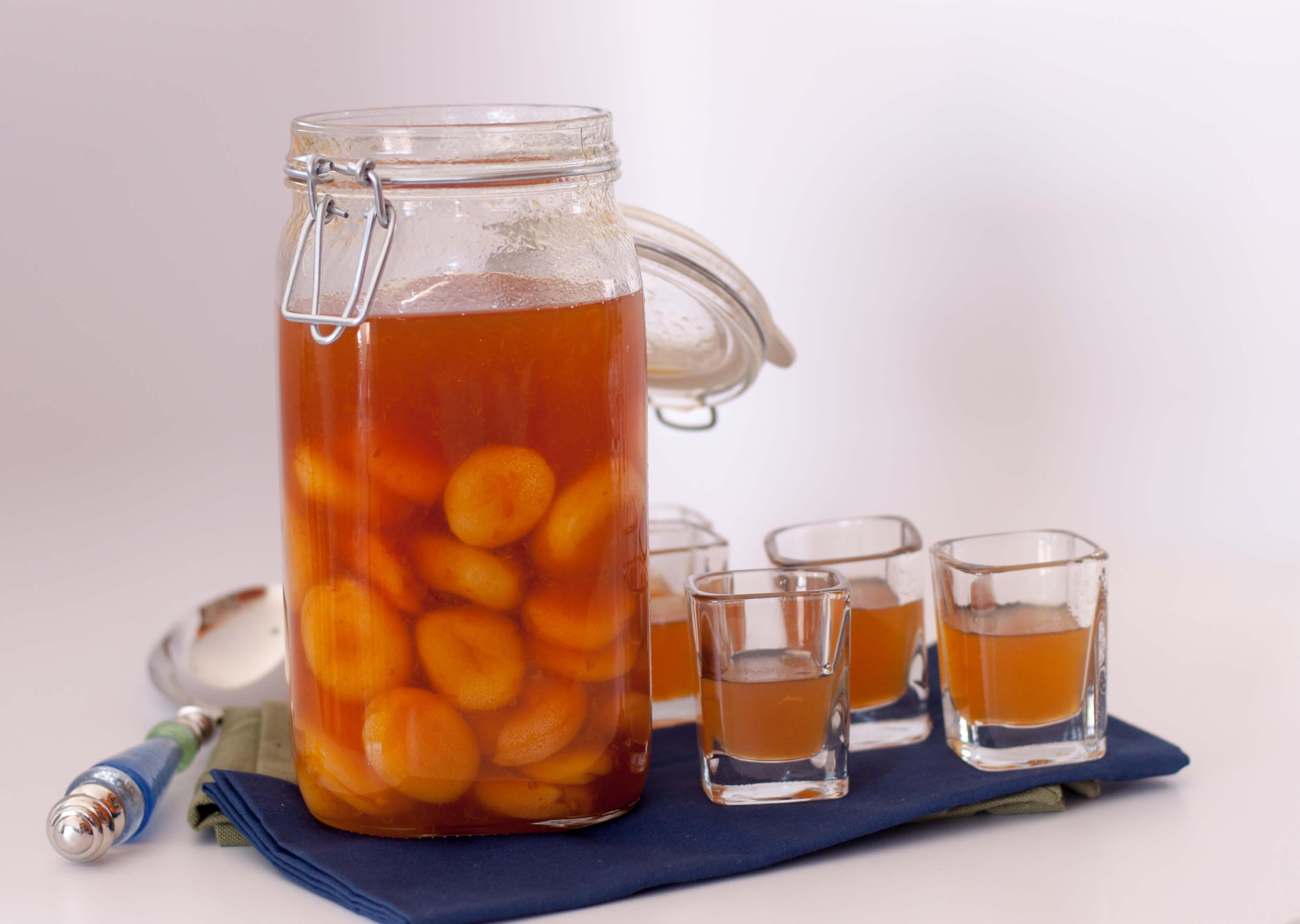 Наливка з абрикосів на горілці