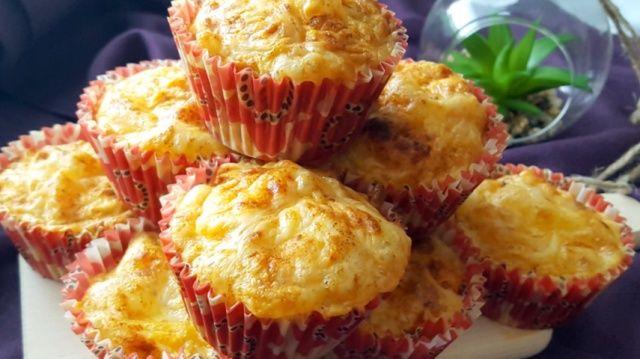 Несолодкі кекси з сиром та в'яленими помідорами