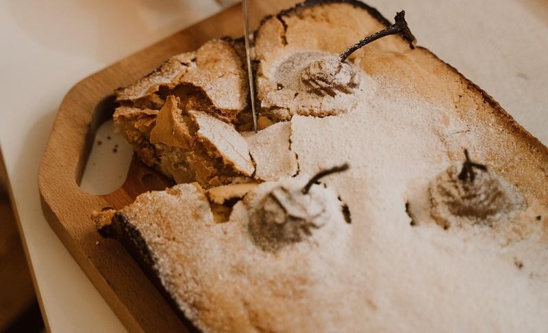 Грушевий пиріг з білим шоколадом