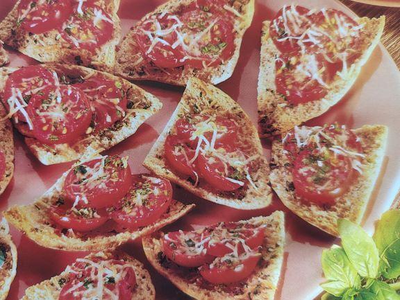 Пікантні бутерброди з помідорами чері та пармезаном