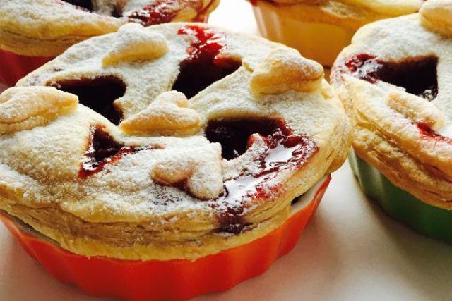 Міні-пироги з полунично-бальзамічною начинкою