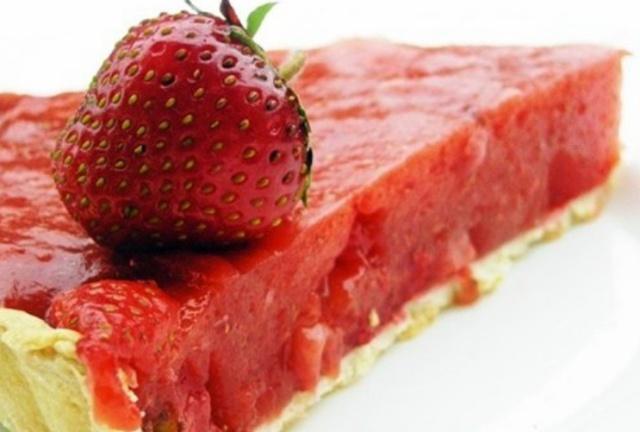 Полуничний відкритий пиріг
