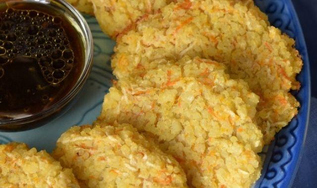 Пшоняні оладки з яблуком і морквою