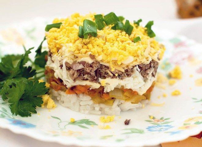Рисовий салат з горбушею