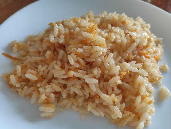 Розсипчастий рис з морквою та цибулею в домашніх умовах