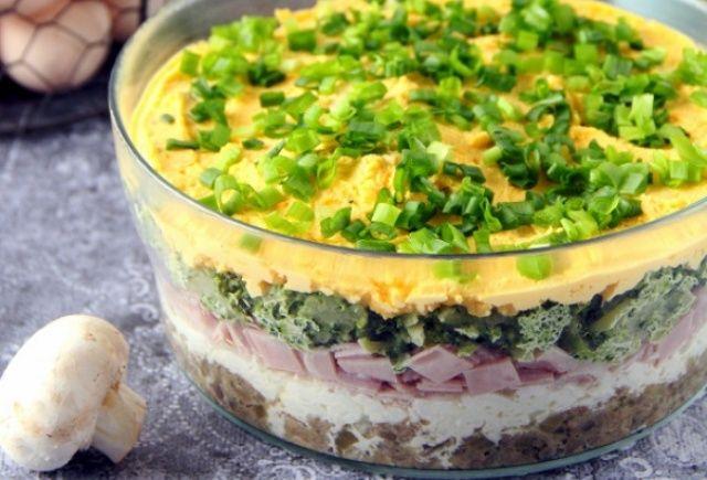 Салат шарами з яйцями, шинкою та грибами