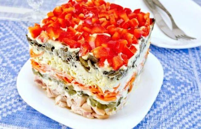 Салат з куркою шарами
