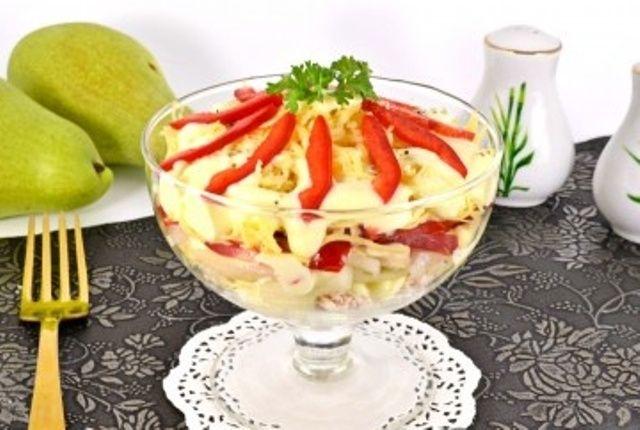 Салат з куркою і грушею