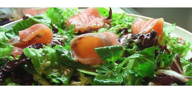 Салат з руколою та баликом