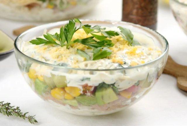 Салат з тунцем шарами