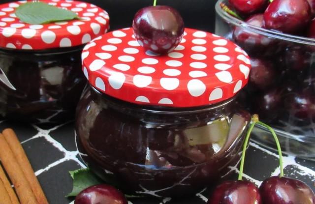 Шоколадне варення з черешні