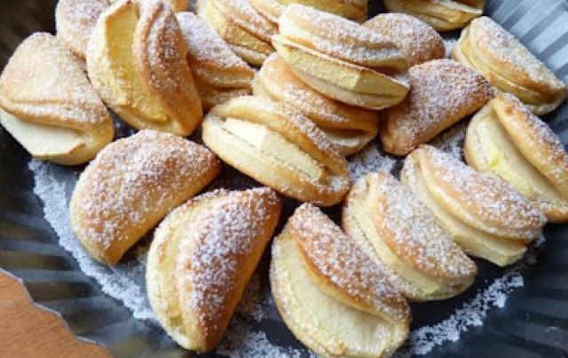 Сирне печиво з яблуками