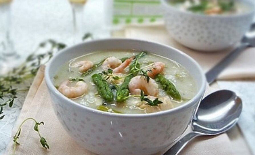 Ніжний суп з морепродуктів та спаржі