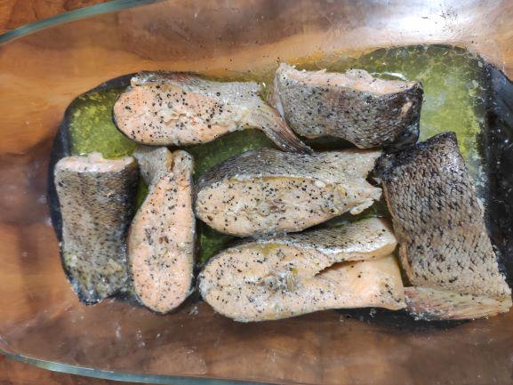 Стейки червоної риби (форель) в духовці