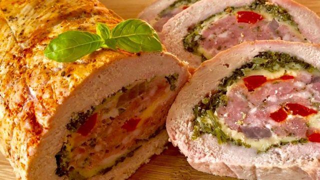Святковий м'ясний рулет, запечений з сиром та овочами