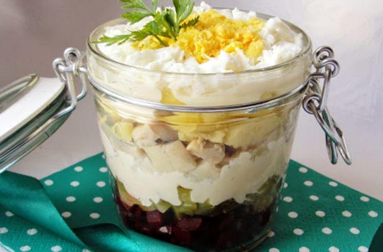 Святковий салат з оселедцем і буряком