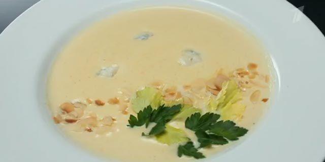 Суп-пюре з цвітної капусти з сиром рокфор