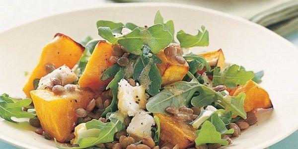 Теплий салат з гарбуза та фети