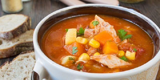 Томатний суп з куркою і гарбузом