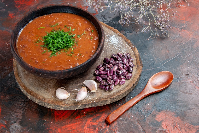 top-view-tomato-soup-beans-garlic-wooden-cutting-board-spoon-mix-color-background.jpg (294.43 Kb)