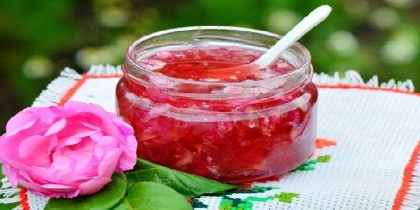 Варення з пелюсток рожі (чайної троянди)